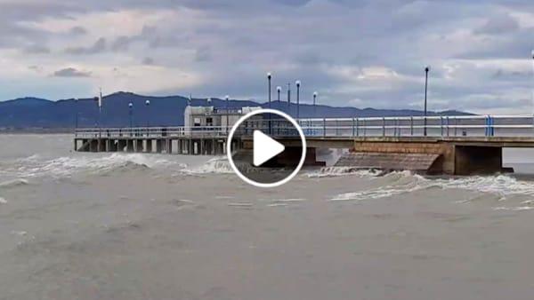 VIDEO Maltempo, allerta meteo per vento forte in Umbria: le immagini dal Lago Trasimeno