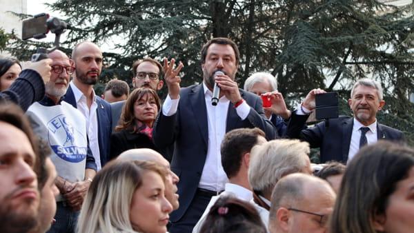 """VIDEO Inchiesta sanità, Salvini in piazza a Perugia: """"Siete pronti a liberare l'Umbria?"""""""