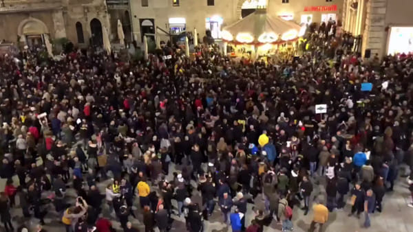 VIDEO Sardine umbre, il flash mob di Perugia in timelapse
