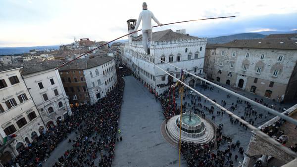 """Natale """"funambolico"""" al Ponte: torna il funambolo Andrea Loreni a Perugia, tutti a naso in su a Ponte S. Giovanni"""