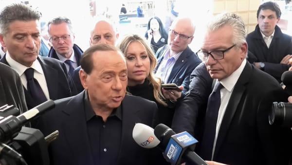 """VIDEO Elezioni regionali, passeggiata a Eurochocolate per Silvio Berlusconi: """"Il 27 ottobre? Vinciamo"""""""