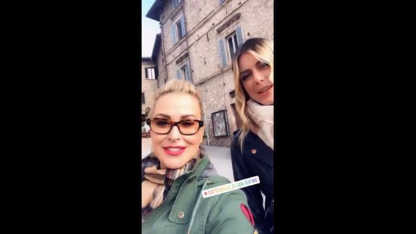 """VIDEO """"E' come il set di un film"""", la pop star Anastacia stregata da Assisi"""