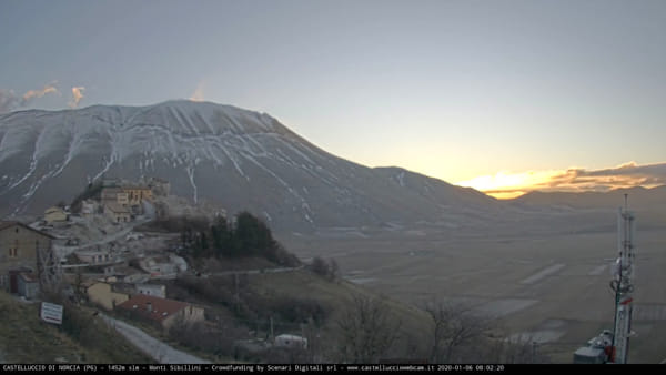 VIDEO Castelluccio di Norcia, l'alba dell'Epifania in timelapse