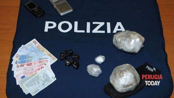 CLAN vs POLIZIA, controlli serrati in via del Macello: pusher con stanze adibite allo spaccio