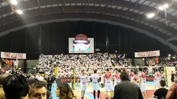 VIDEO Volley, gara 5 di finale scudetto Perugia-Civitanova: PalaBarton incandescente, tutto esaurito