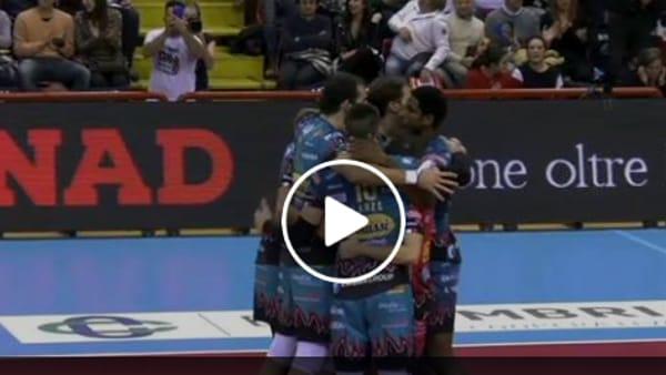 VIDEO Sir Safety Perugia, il fenomeno Leon distrugge Ravenna: due ace di fila e la partita è vinta