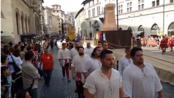 VIDEO Perugia 1416, la Mossa alla Torre: la sfida tra i Rioni, la diretta