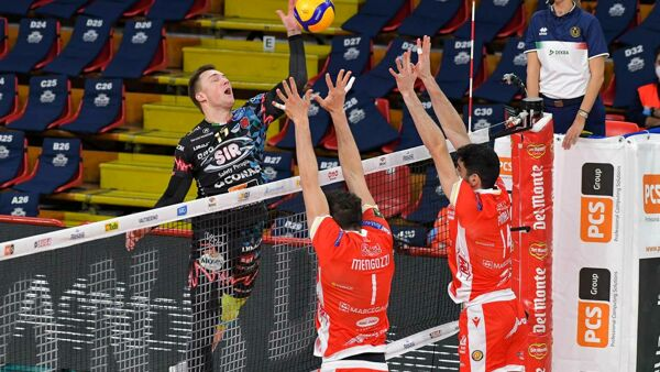 Volley Coppa Italia, Perugia-Ravenna 3-1: per la Sir è Final Four, la cronaca della partita