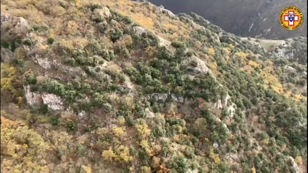 VIDEO Gualdo Tadino, le ricerche dall'alto dell'uomo scomparso sul monte Serrasanta