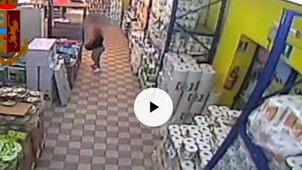 VIDEO Furti di famiglia, arrestate le tre donne-incubo dei supermercati: le immagini delle razzie