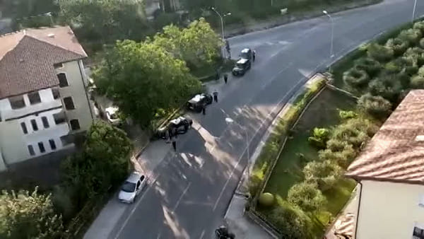 VIDEO Maxi blitz anti droga a Gualdo Tadino, le immagini dall'elicottero
