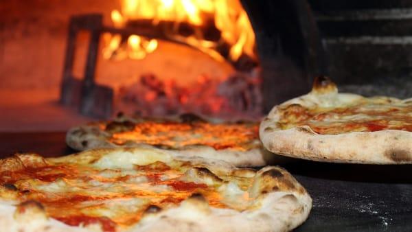 Tutto pronto per il Festival della Pizza al Piatto a Bevagna: il menù e le orchestre in concerto