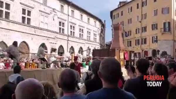 VIDEO Perugia 1416, la Mossa alla Torre: trionfa Porta Sant'Angelo, tutte le mosse vincenti