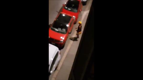 VIDEO - Tentato furto in diretta, auto nel mirino dei ladri in via dei Priori