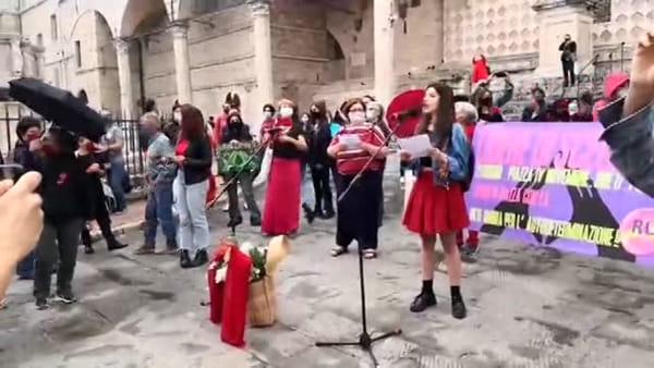 """VIDEO Aborto farmacologico e """"Libere di scegliere"""", la manifestazione in piazza a Perugia"""