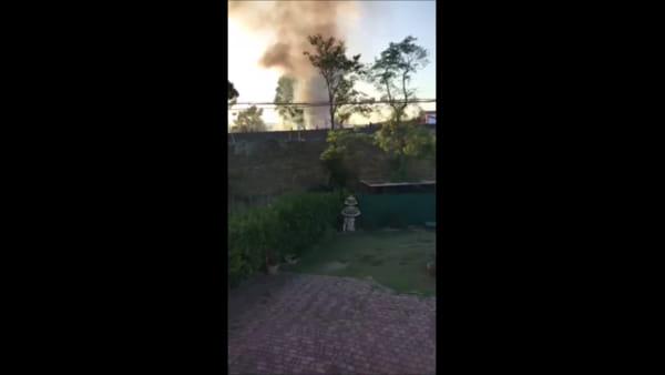 VIDEO - Auto in fiamme a Casalina, disagi sulla E45