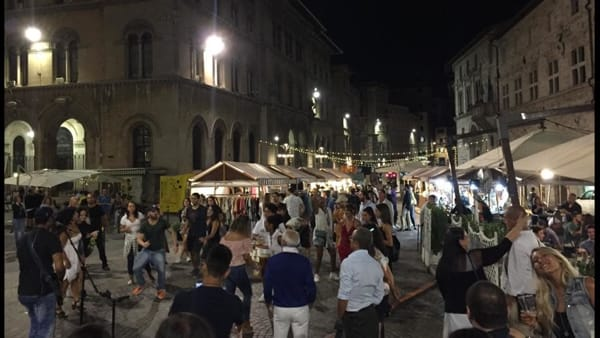 Ottavo appuntamento per Perugia is Open in centro storico: tanta musica, shopping e visite guidate