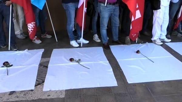 """VIDEO Sicurezza sul lavoro, sit in dei sindacati: """"La situazione torna critica, ripartiamo da legalità e controlli"""""""