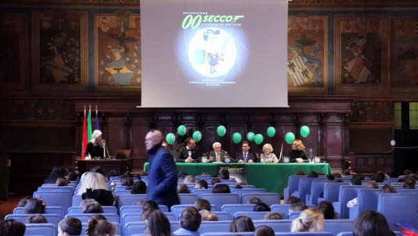 VIDEO Raccolta differenziata, Mauro Casciari diventa l'agente 00secco per Gesenu