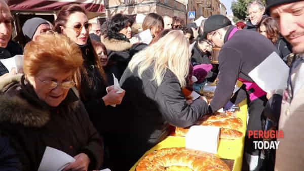 VIDEO San Costanzo, torcolo e fiera: la grande festa della città