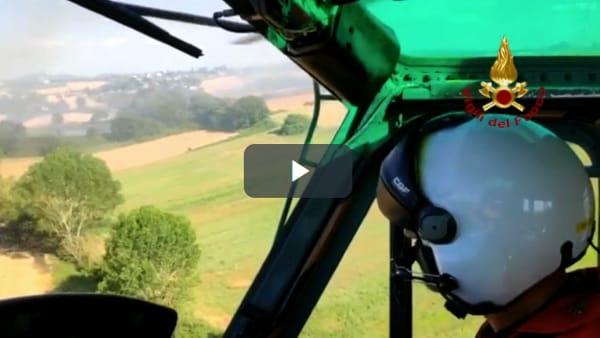 VIDEO Castiglione del Lago, maxi incendio: le immagini dall'elicottero dei vigili del fuoco