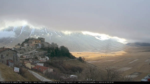 VIDEO Castelluccio di Norcia, l'alba in timelapse
