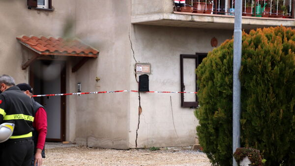 VIDEO Esplosione in una casa, morto un uomo di 44 anni