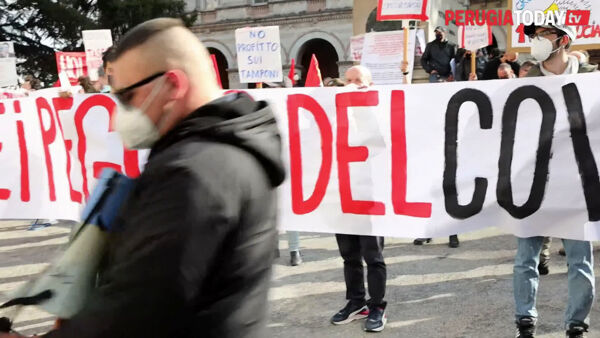 VIDEO Emergenza sanitaria e sociale, Perugia solidale torna in piazza