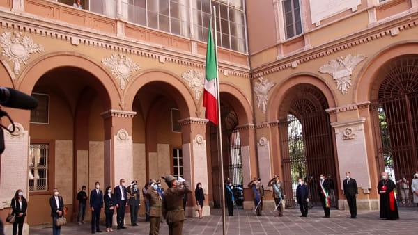 VIDEO Festa del 2 Giugno a Perugia, cerimonia ristretta in Prefettura: l'alzabandiera e il messaggio del Presidente