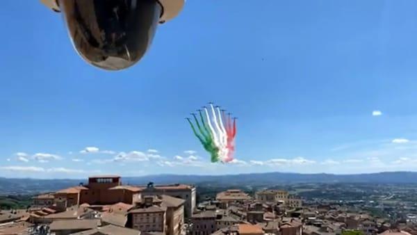 VIDEO Le Frecce Tricolori sui cieli di Perugia: guarda l'esibizione