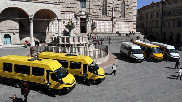 VIDEO Nuovi scuolabus per i 1.800 studenti perugini, presentata la flotta
