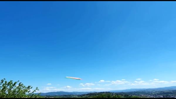 VIDEO Le Frecce Tricolori nel cielo di Perugia, l'applauso della città