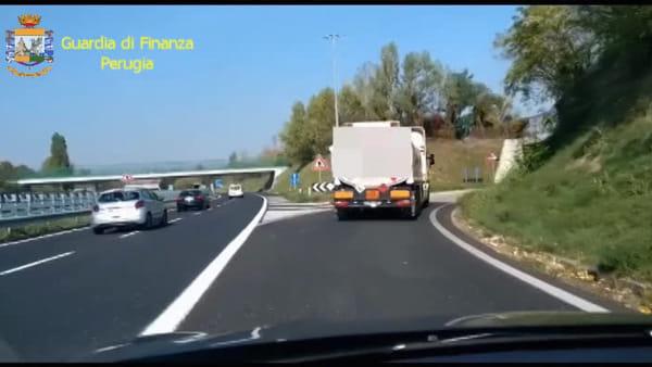 VIDEO Perugia, maxi frode dell'Iva e riciclaggio internazionale: sequestro da 110 milioni, tre arresti
