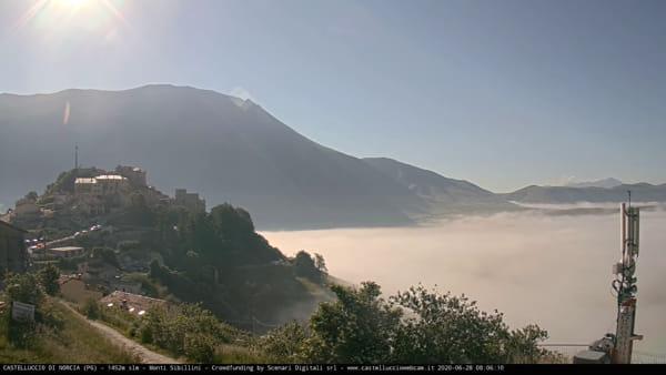 VIDEO Castelluccio di Norcia e le 'onde': l'alba in timelapse