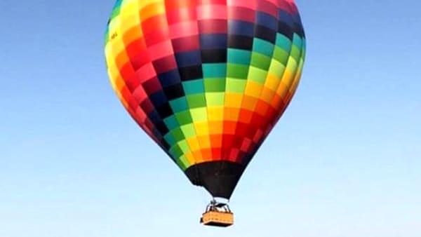 Il sogno di volare diventà realtà, al Barton Park una mongolfiera per salire in cielo e godersi il panorama: il 15 giugno l'appuntamento