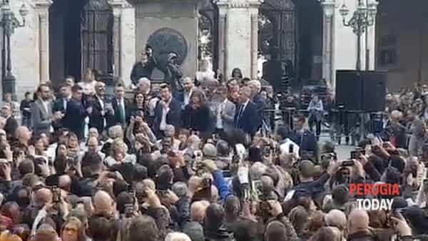 """VIDEO Salvini a Perugia, folla in piazza Italia: """"Spero ci sarà un governatore della Lega, l'Umbria si merita di meglio"""""""