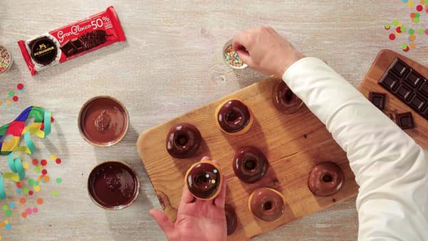 VIDEO Carnevale: così nascono le corambielle del maestro cioccolatiere Alberto Farinelli: la ricetta