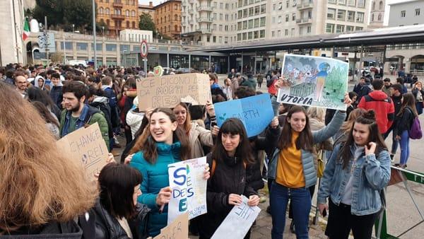 Video - La marcia dei giovanissimi a Perugia per salvare l'ambiente