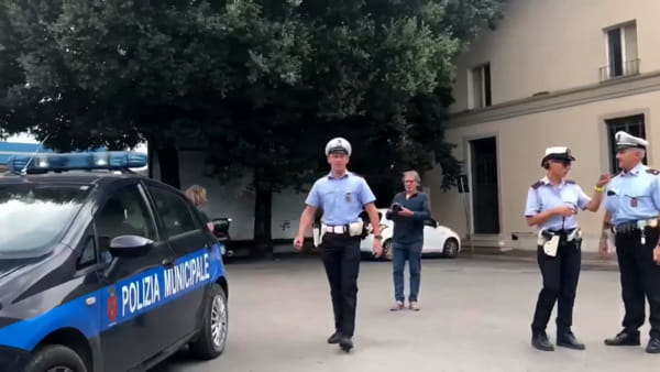 VIDEO Fontivegge, controlli della Municipale dopo le segnalazioni dei residenti: prostituzione e case occupate indebitamente
