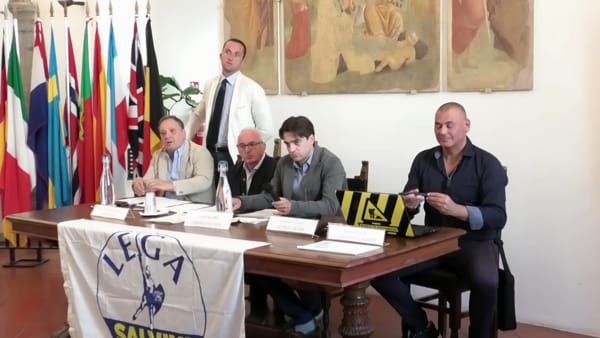 VIDEO Sicurezza, cani antidroga, taser e una pattuglia a Fontivegge: la ricetta della Lega per Perugia
