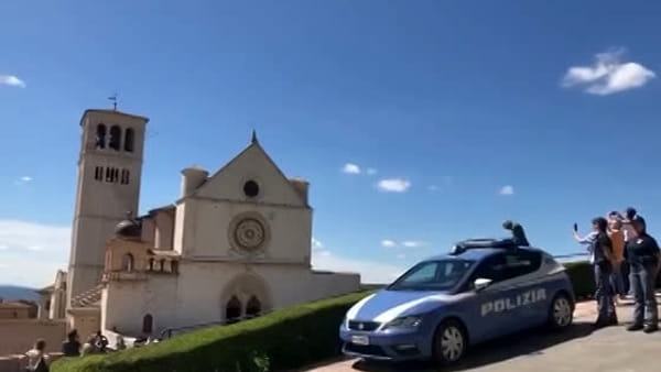 VIDEO - L'omaggio delle Frecce Tricolori a San Francesco di Assisi
