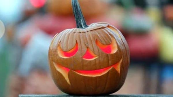 Halloween, festa in maschera, dolcetto o scherzetto e il treno fantasma: ecco la più grande festa per bambini