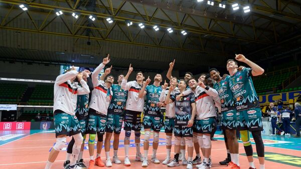 Volley Superlega, Modena-Perugia 1-3: la cronaca della partita, la Sir resta in vetta alla classifica