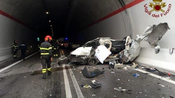 Incidente sulla Perugia - Ancona, strada chiusa: un morto