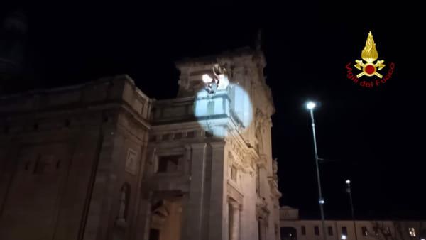VIDEO Santa Maria degli Angeli, il volo da record della Befana