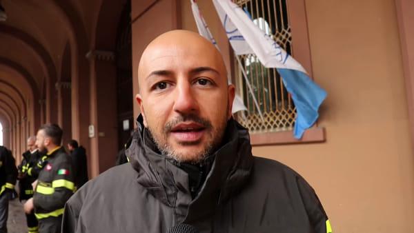 """VIDEO Anche a Perugia la protesta dei vigili del fuoco: """"Adeguamento degli stipendi e più uomini"""""""