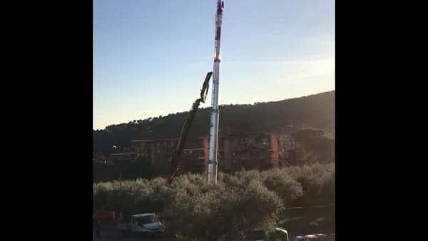 VIDEO - Ferro di Cavallo, posizionata l'antenna che i cittadini non volevano
