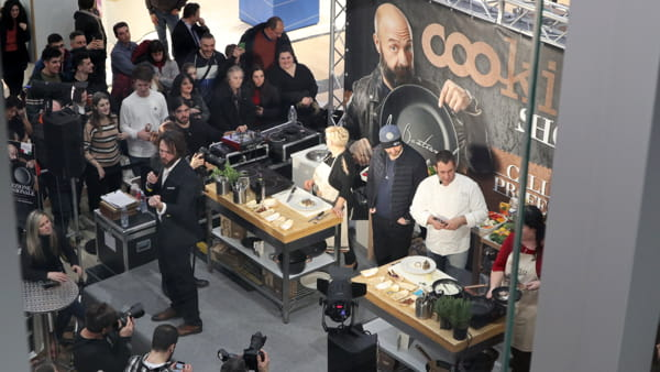VIDEO Joe Bastianich, un Master Chef al centro commerciale Collestrada