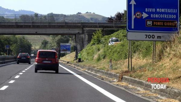 Inseguimento in superstrada: spacciatori braccati dalla Stradale. In auto 31 grammi di cocaina