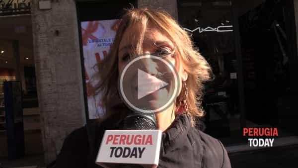VIDEO - Cosa c'è sotto l'albero dei perugini e dei turisti in visita a Perugia? Sogni, speranze, lavoro... ecco cosa dicono